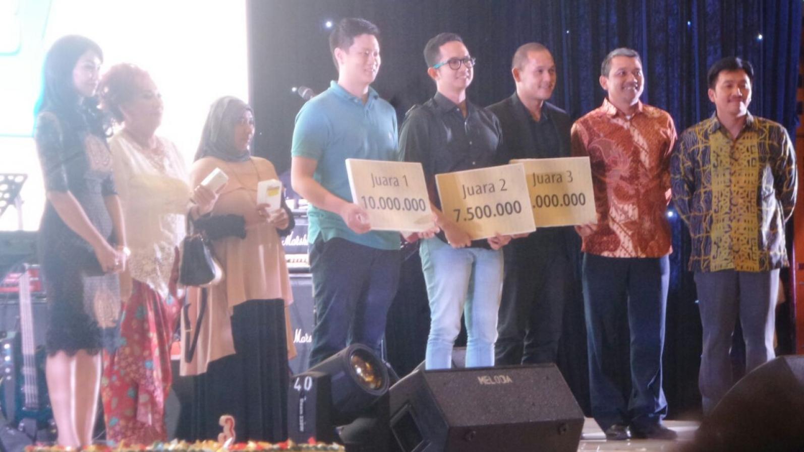 para-pemenang-doorprize-berfoto-bersama-dengan-manajemen-dan-direksi-pt-pp-ptoperti-tbk