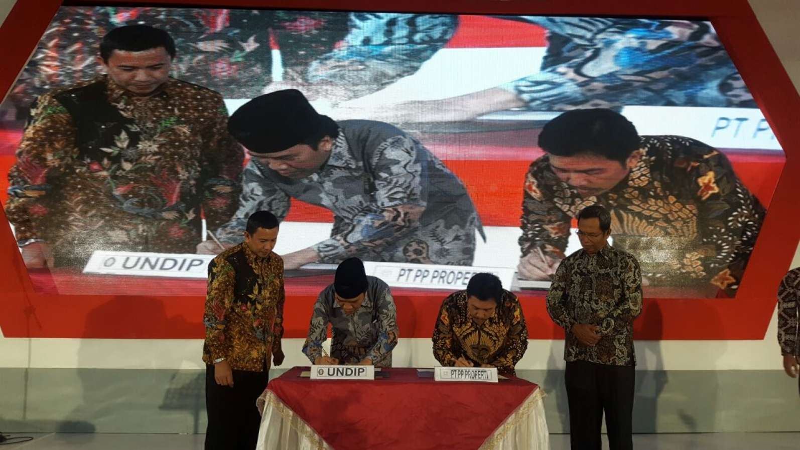 penandatanganan-mou-pt-pp-properti-tbk-dan-universitas-diponegoro